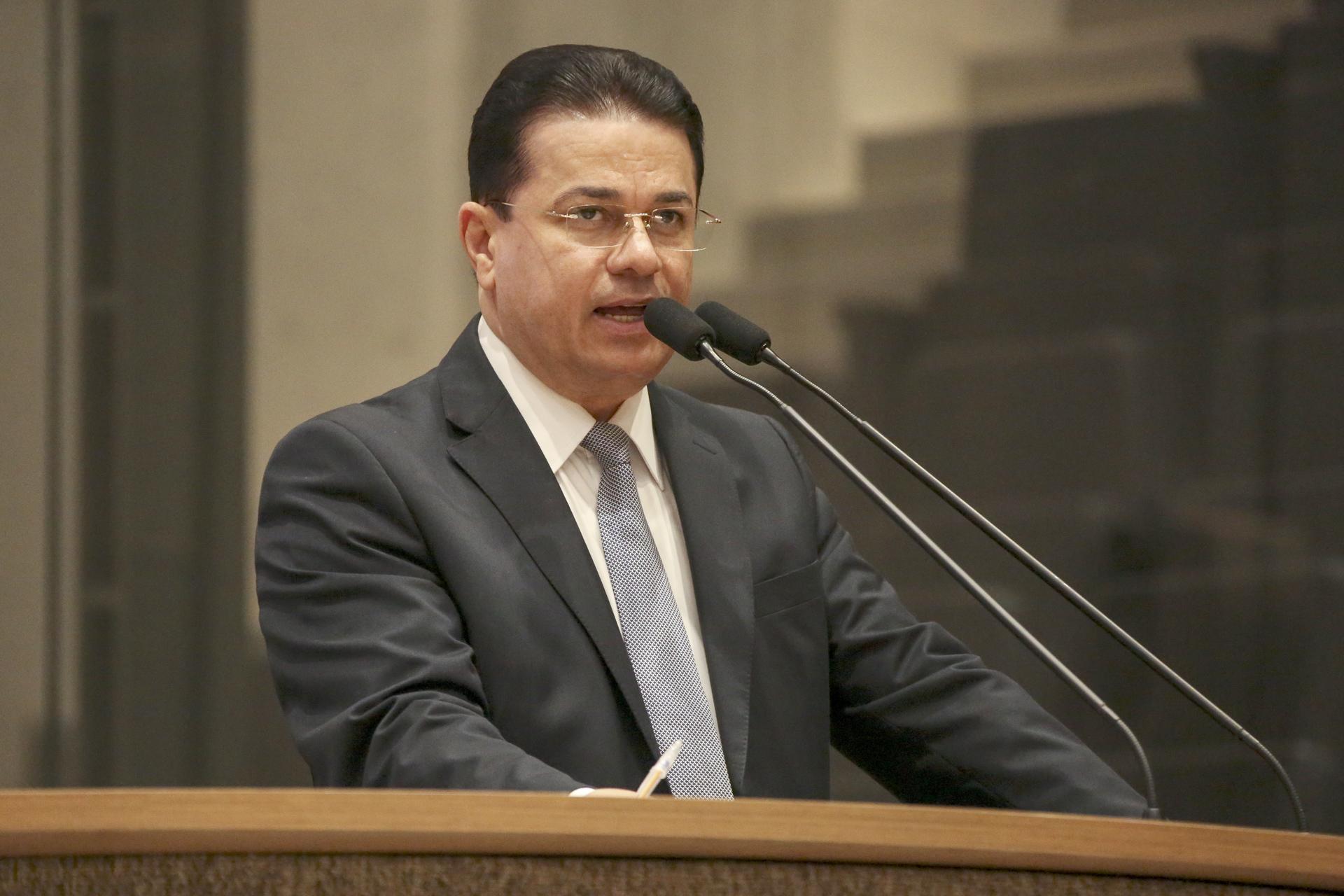 Deputado Adalto Santos em discurso